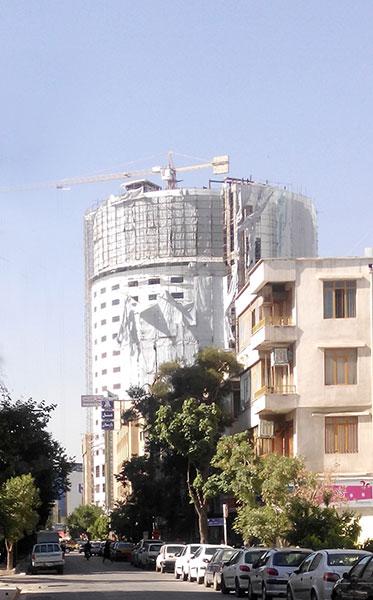 تخریب یک طبقه هتل آسمان