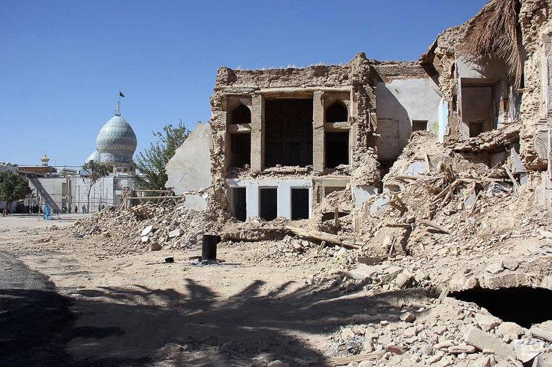 انتقاد گروه مطالعات شهری فاطر از ادامه روند تخریب بافت تاریخی شهر شیراز، در نامه به تولیت محترم آستان مقدس احمدی و محمدی علیهما السلام.